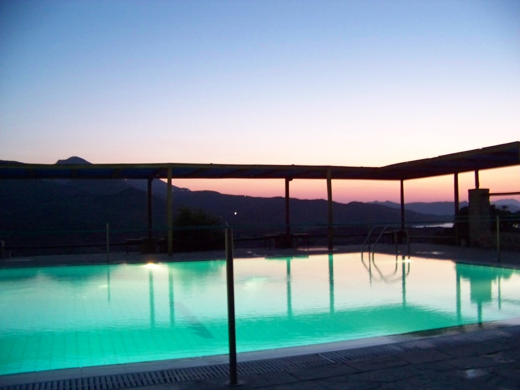 Le camping de Milos : la piscine
