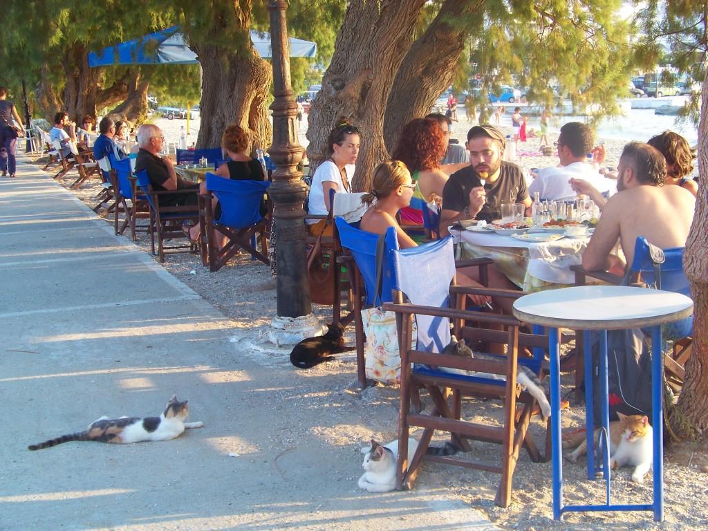Bars sur la plage d'Aegiali.