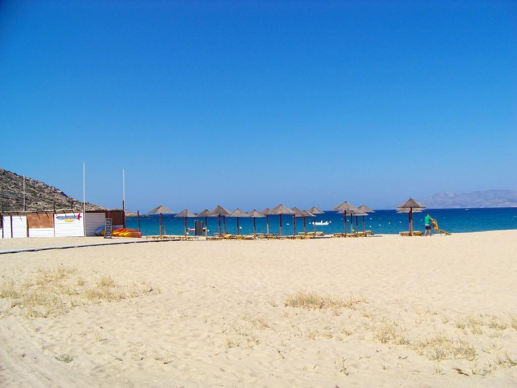 plage de Milopotas à Ios