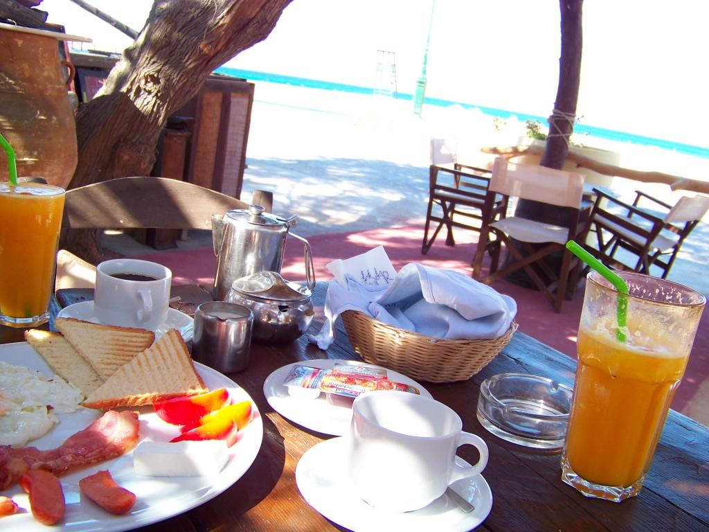 petit déjeuner Fortis milopotas ios cyclades
